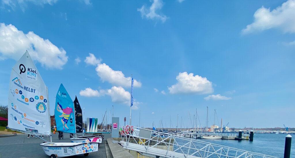 Optimist Segelboot Immobilien HELDT Kiel Kindersegelkurse